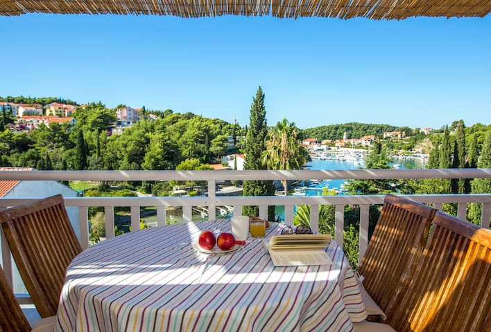 Breathtaking views apt close to sea - Cavtat - Apartment