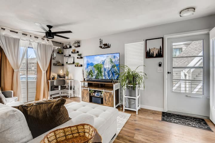 Private condo in Lakewood