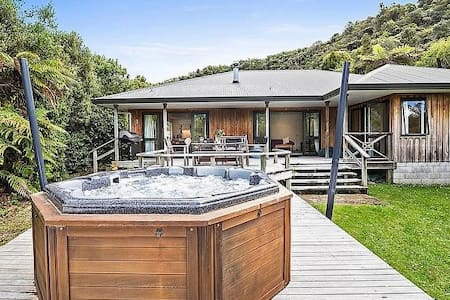 Lagoon Retreat - Lake Tarawera Holiday Home - Lake Tarawera
