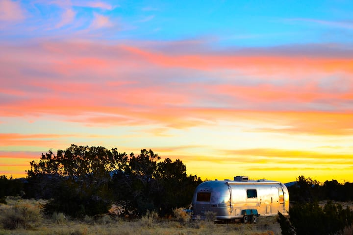 """Neptune"" AIRSTREAM *NEAR THE GRAND CANYON*"