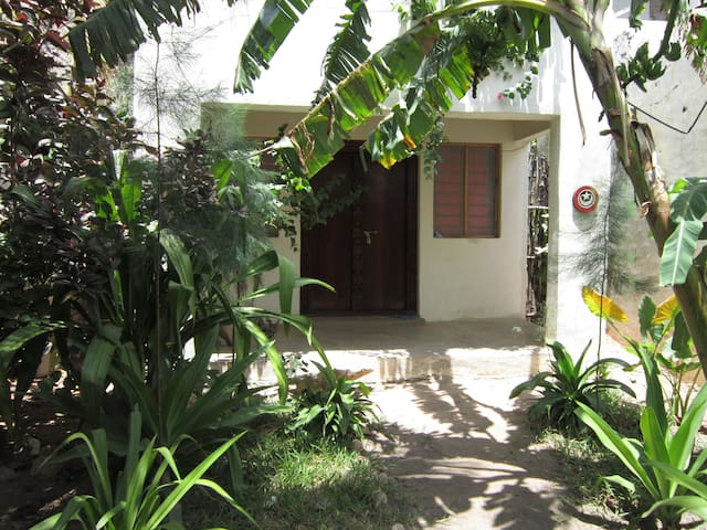 Seafront Guesthouse, Miji Room - Lamu