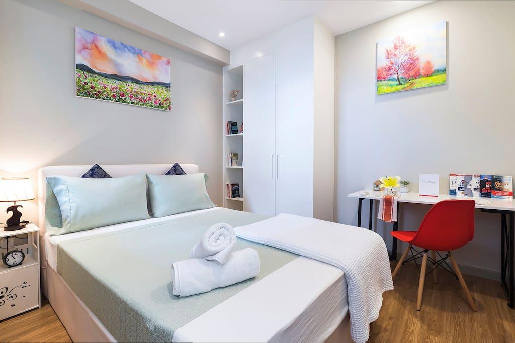Nice cozy second bedroom