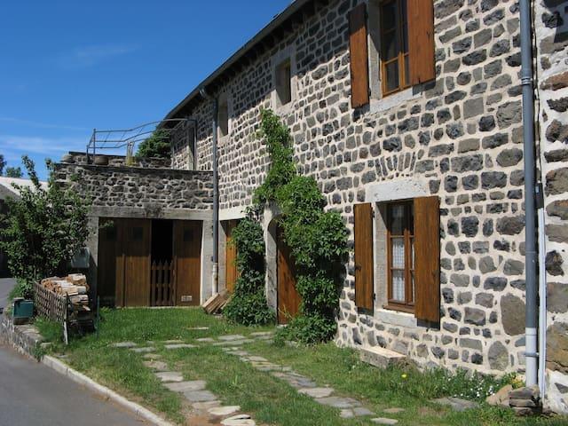 Ancienne ferme rénovée 15-18 places - Freycenet-la-Tour - House
