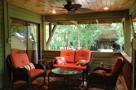 Gorgeous Cottage by Cape Fear River - Elizabethtown - 一軒家