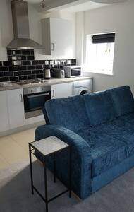 Theoc Cottage in Central Tewkesbury Sleeps 2 or 3 - Tewkesbury - House