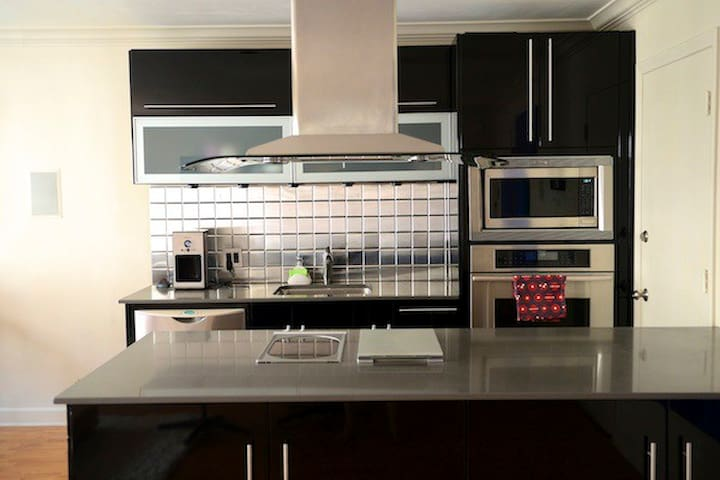 Open concept kitchen, convection oven, microwave, fridge & freezer build in below countertop.