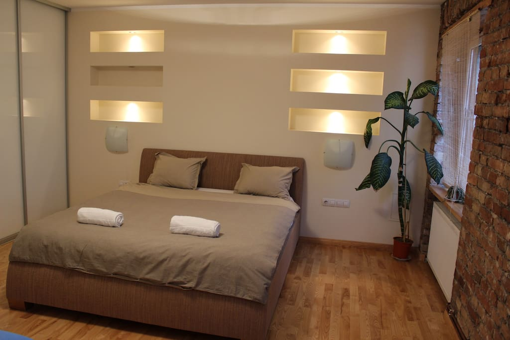 Bedroom with a double bed, extra sheets in the closet