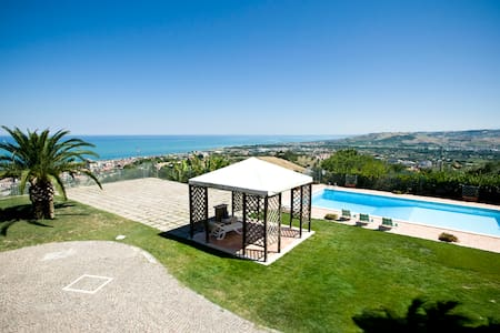 VILLA BELLA with a beautiful view - Roseto degli Abruzzi - Villa