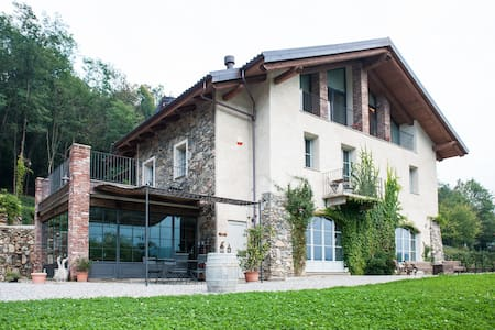 Farmhouse with lake view - Avigliana - Bed & Breakfast