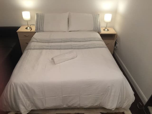 Beautiful, warm, 3-4 min to 3 tubes - London - Apartment