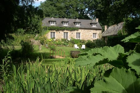 gite de charme MoulinGlas dans un jardin insolite - Hennebont - Дом