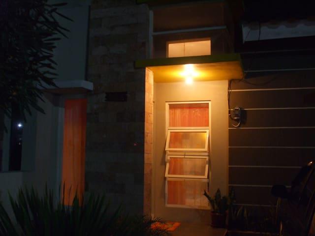 vila agung guest house - Sidoarjo