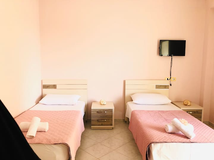 Comfy quadruple room in the center of Saranda