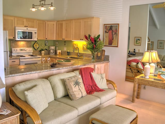 Lovely, upscale ocean view condo in Poipu