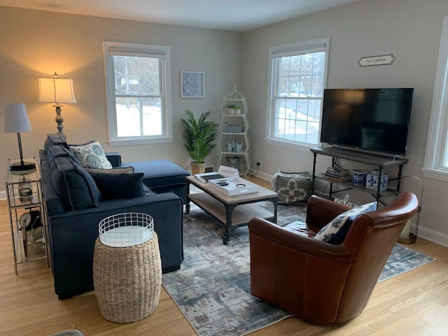 Light & bright 2 bdrm apt<1 mi to Camp Randall
