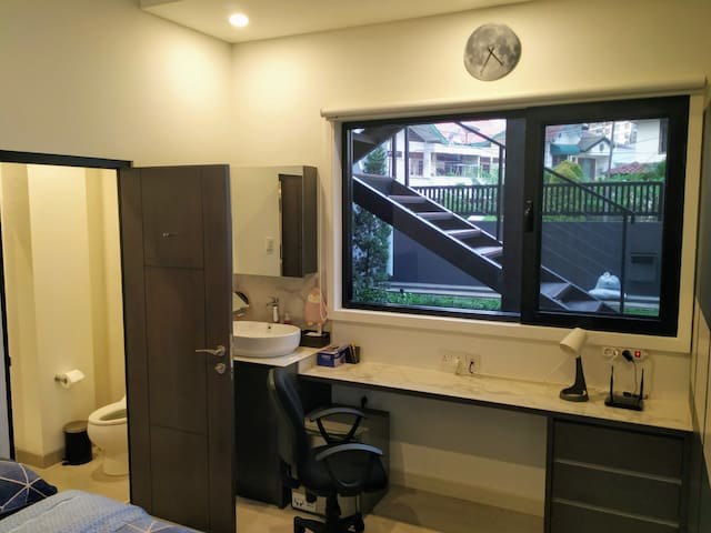 Modern Room in Pondok Indah (1 bed & 1 bath)