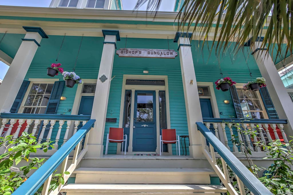 Before you walk down to the beach each day, sit and enjoy the pleasant Texas weather on the large front porch of this quaint bungalow that was originally built in the late 1800s.