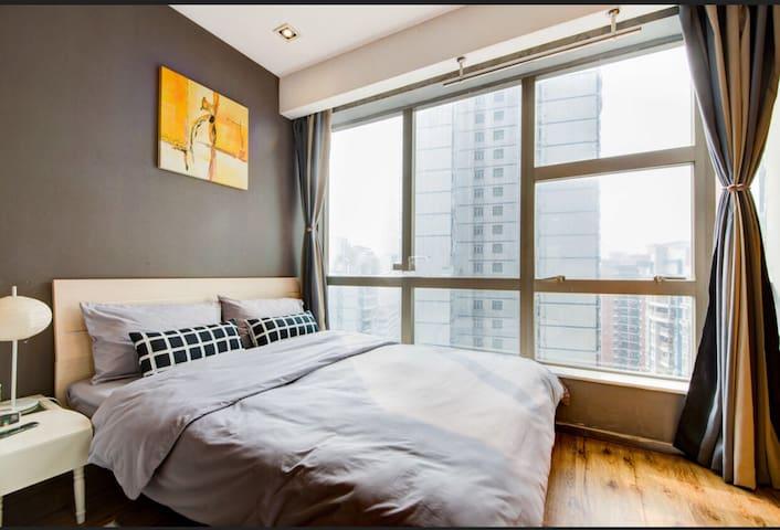 福田口岸地铁口近CBD会展中心温馨舒适高级公寓双人房