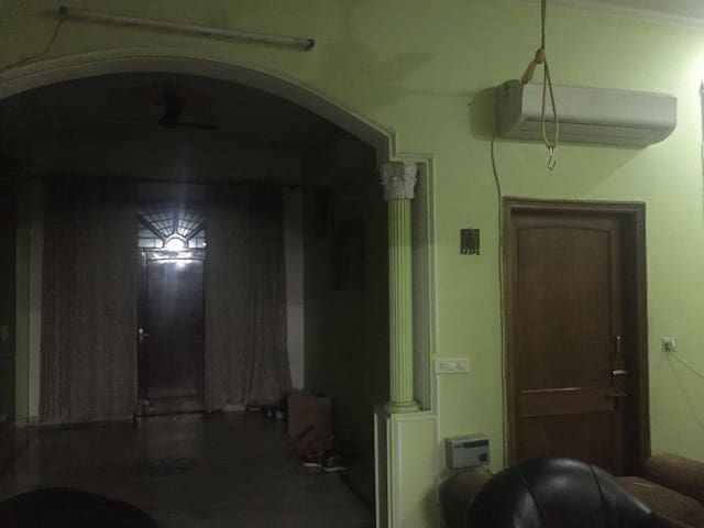 Near to sector 23, cozy room - Gurgaon - Apartament