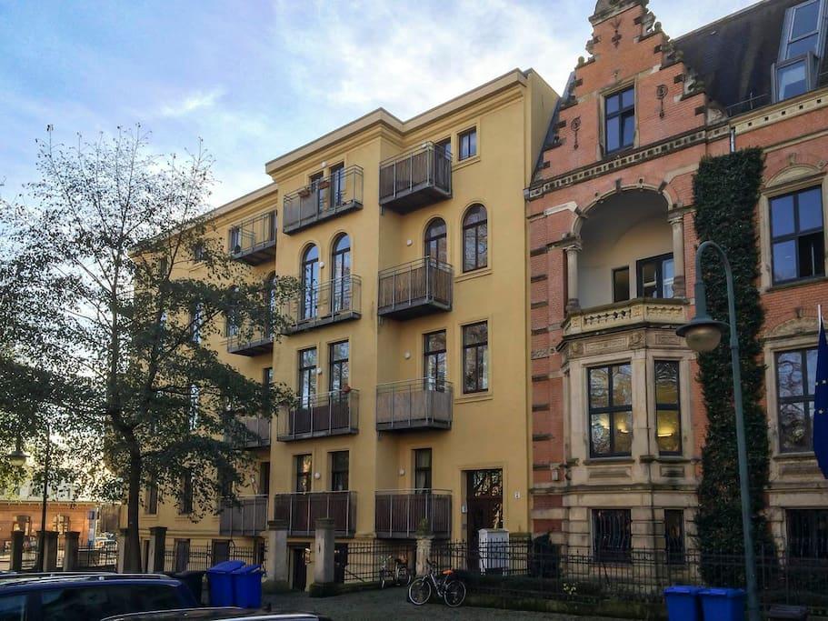 altbau perle mit balkon in bestlage wohnungen zur miete in magdeburg sachsen anhalt deutschland. Black Bedroom Furniture Sets. Home Design Ideas