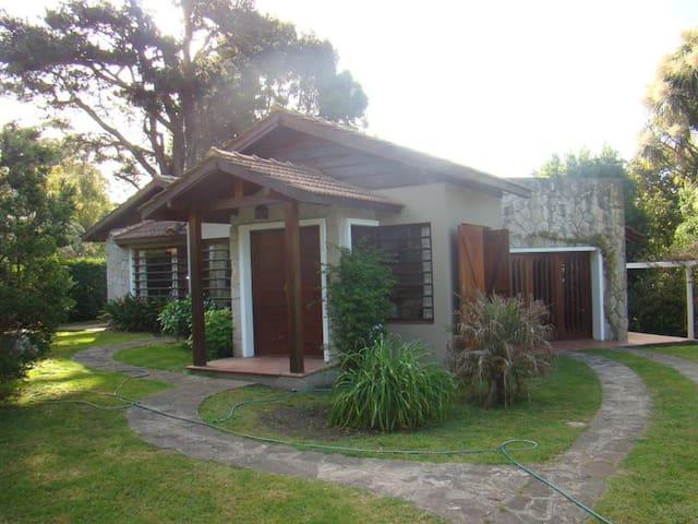 Casa con pileta y amplio parque - Sierra de los Padres - House