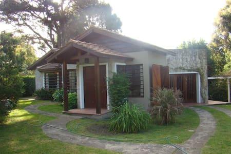 Casa con pileta y amplio parque - Sierra de los Padres
