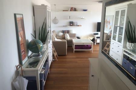 Modern apartment with lake view - Feusisberg - Apartment
