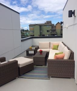 Master bed/bath, roof deck in heart of W. Seattle! - Seattle