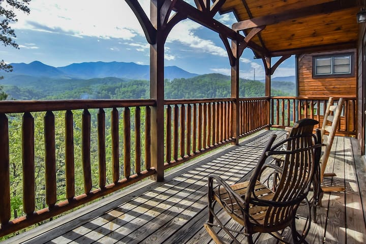 Spectacular Mtn View with HotTub & Game Room for 8