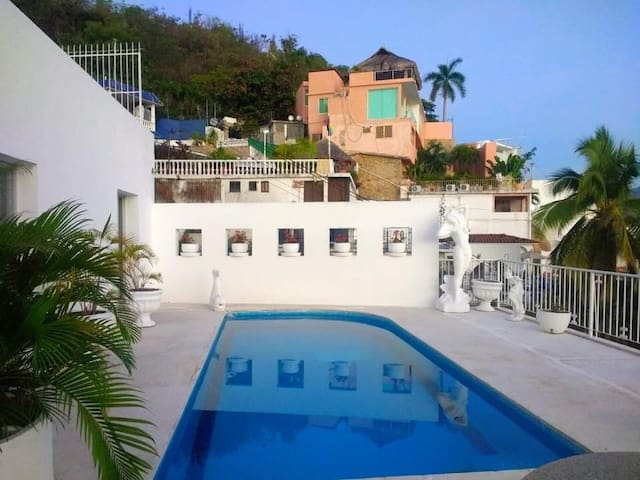 Se renta casa en gran vía tropical