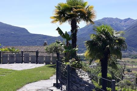 Haus Sonne Sicht Berge See  Ferienhaus mit Garten