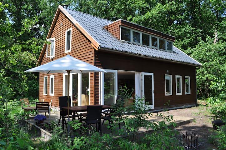 Ruime vakantiewoning grote bostuin, aan natuurpark - Doldersum - Houten huisje