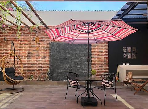 Magnífica casa con terraza y patio