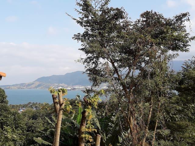 Apto 02 c/ vista p/ o mar, com Wi-Fi em Ilhabela.