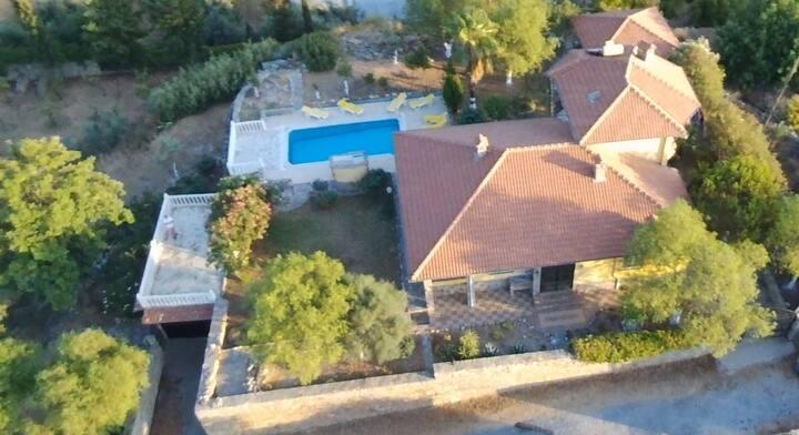 Villa mit Pool  nicht einsehbar