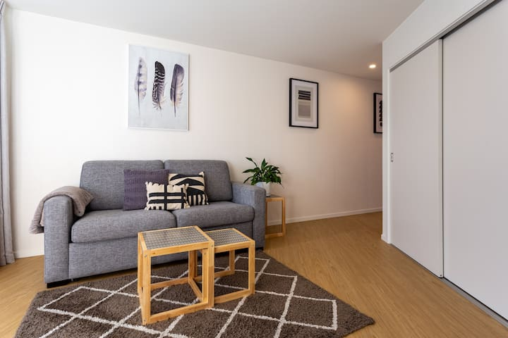 NEW One Bedroom Apartment with Super King Bed