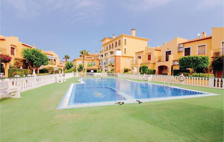 Terraced house with 2 bedrooms on 80 m² in Orihuela Costa