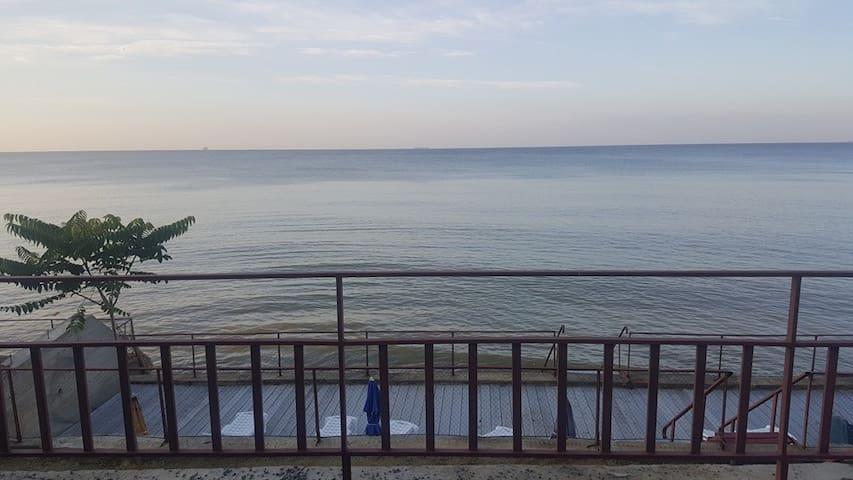 Номера прямо на берегу моря 1-я линия