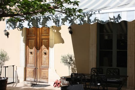 Les Colombes d'Ensérune - Colombiers - Bed & Breakfast