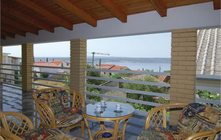 Holiday apartment with 2 bedrooms on 72 m² in Maslenica