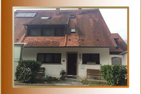 Ruhige Ferienwohnung in Merzhausen-Freiburg - Merzhausen - Apartment