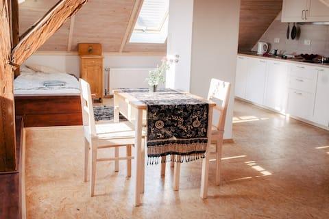 4 beds apartment,15 min Airport/Prague, near golf