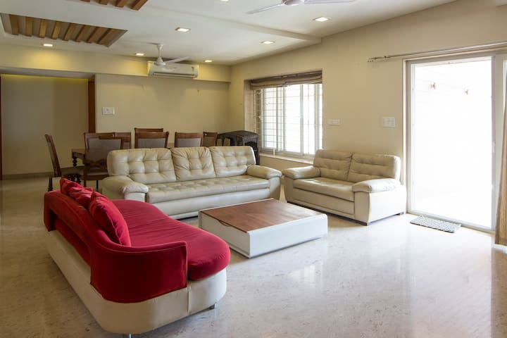 Luxurious 3 bed room fully furnished apartment - Pune