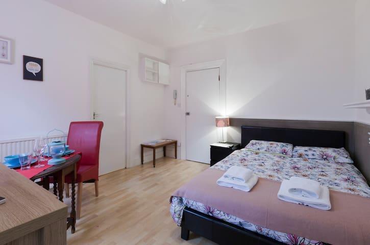 Trendy studio in kensington apartments for rent in london united kingdom - Matelas dunlopillo trendy room 24 ...