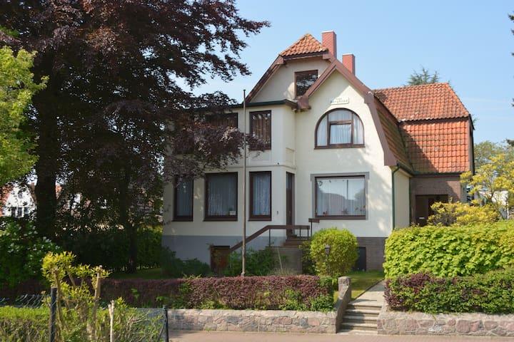 Gründerzeitpension in ruhiger, strandnaher Lage - Scharbeutz - Huis