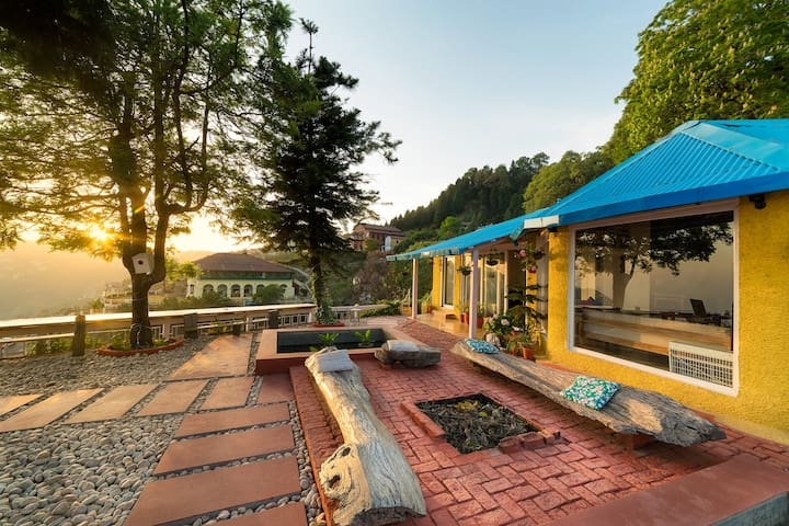 Seclude Mussoorie - Yellow Submarine(Private room)