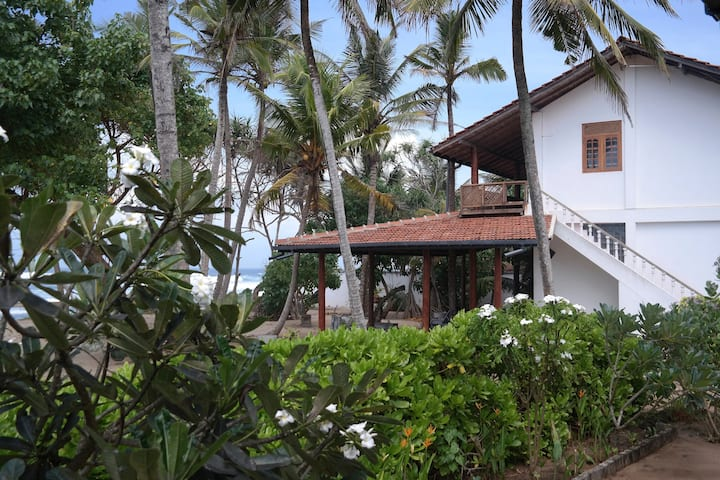 Sole Occupancy, secluded   2 Bedroom Beach House