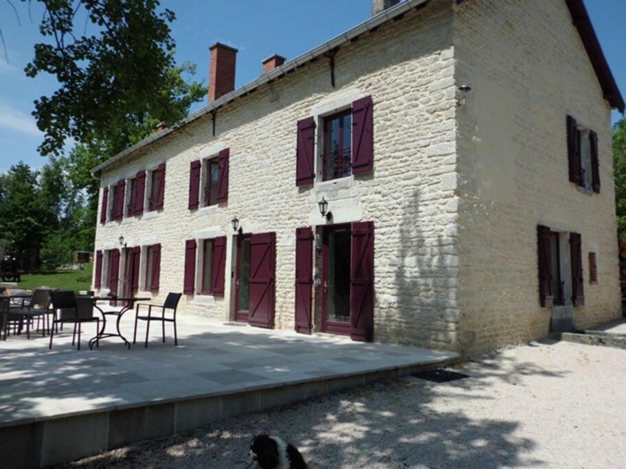 Maison de maitre de montchevreuil maisons louer is for Maison is sur tille
