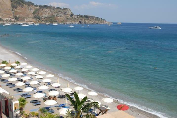TAORMINA splendido appartamento sulla spiaggia - Villagonia - Byt
