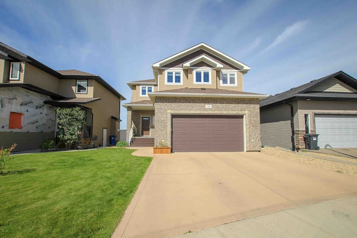 Beautiful Two Storey House with Finished Basement.